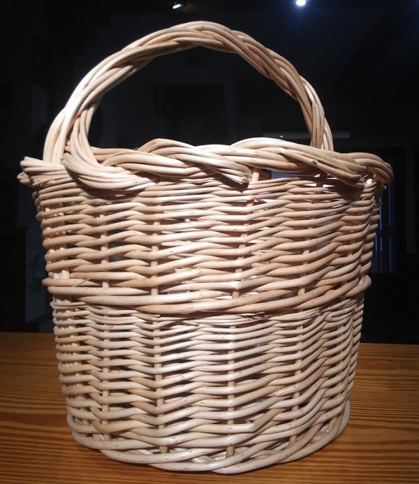 cesta de mimbre con aasa